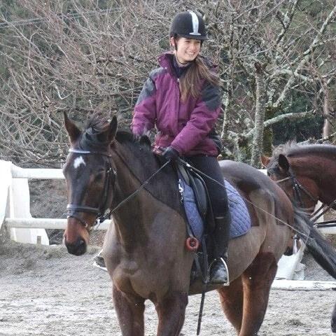 トラウデン直美の乗馬画像