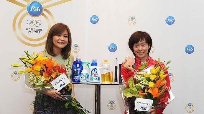 石川佳純と母親