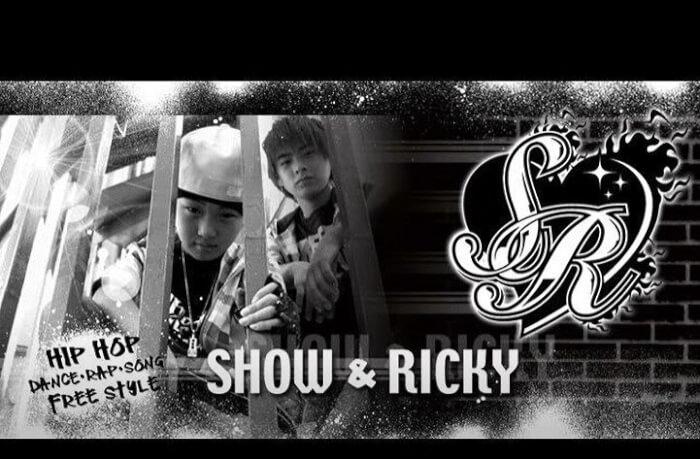 平野紫耀と平野莉玖の兄弟ユニット「SHOW&RICKY」のアーティスト写真