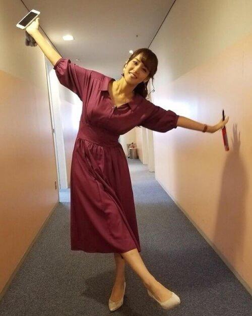 鷲見玲奈が番組に出演した時の衣装画像