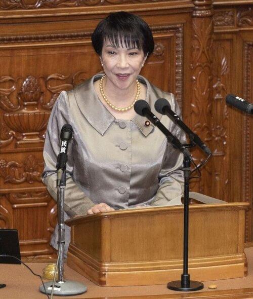 高市早苗が国会で話している時の画像