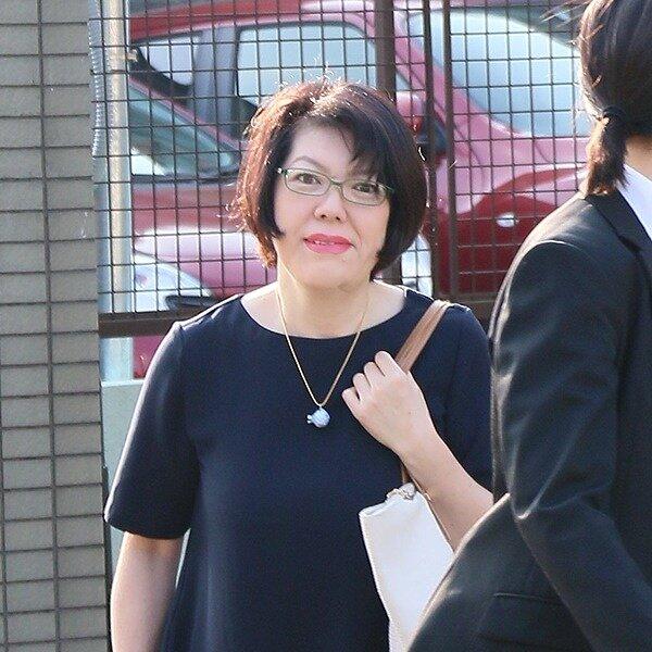 小室佳代さんがアパートから出てくる画像