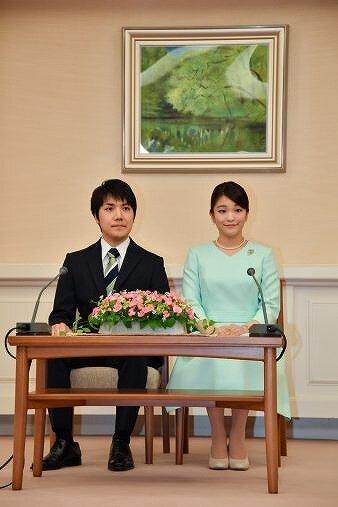 小室圭さんと眞子さまの結婚発表会見時の画像