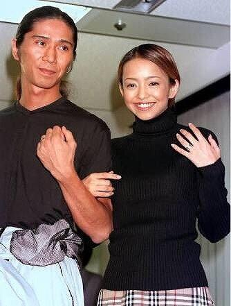 安室奈美恵とSAMの結婚発表時の画像