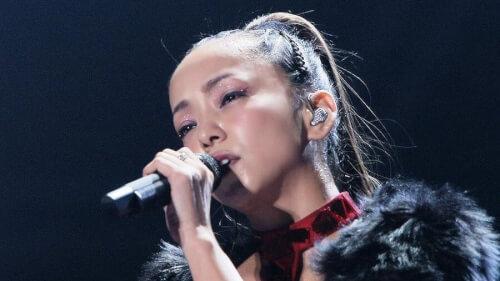 安室奈美恵が歌っている時の画像