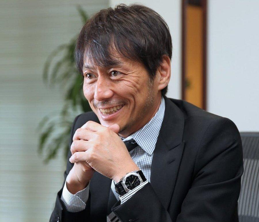 宇野康秀が雑誌のインタビューに答えている画像