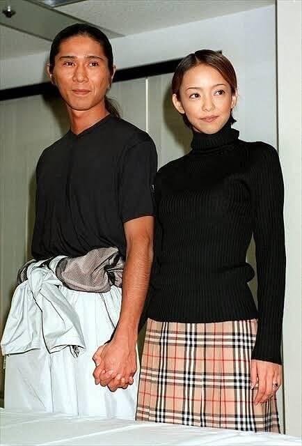 SAMと安室奈美恵の結婚発表時の画像