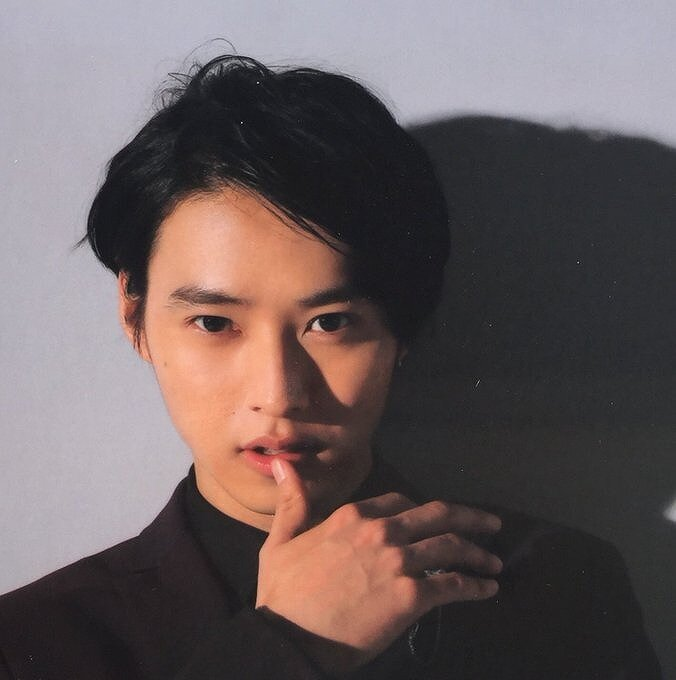山﨑賢人のカメラ目線の写真画像