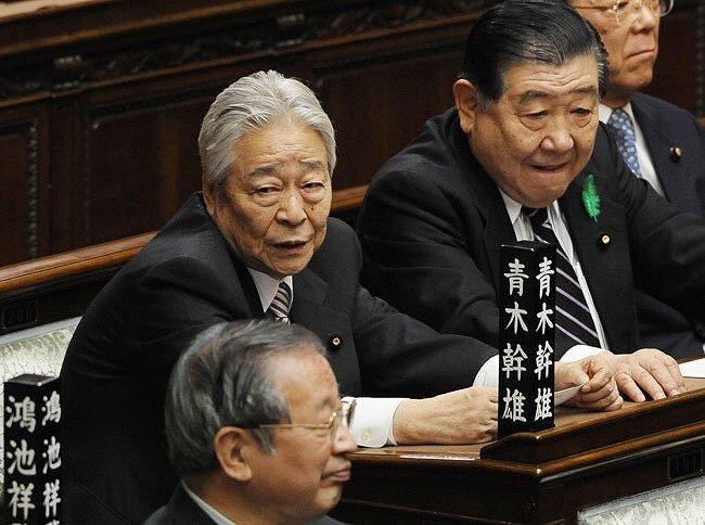 青木幹雄さんが国会に参加している画像