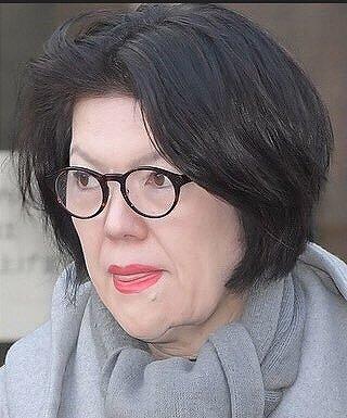小室佳代さんの顔がアップされている画像