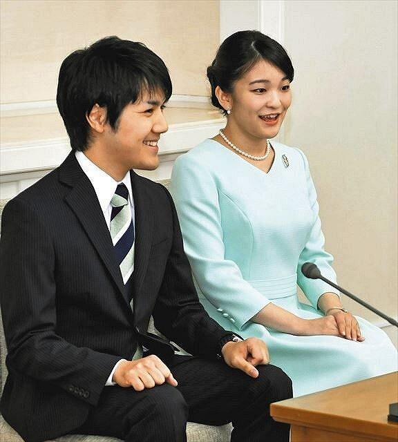 小室圭さんと眞子さまの結婚発表時の画像