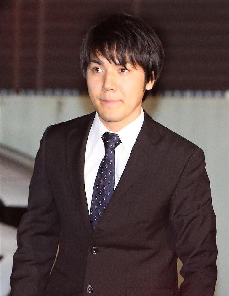 小室圭さんが歩いている画像