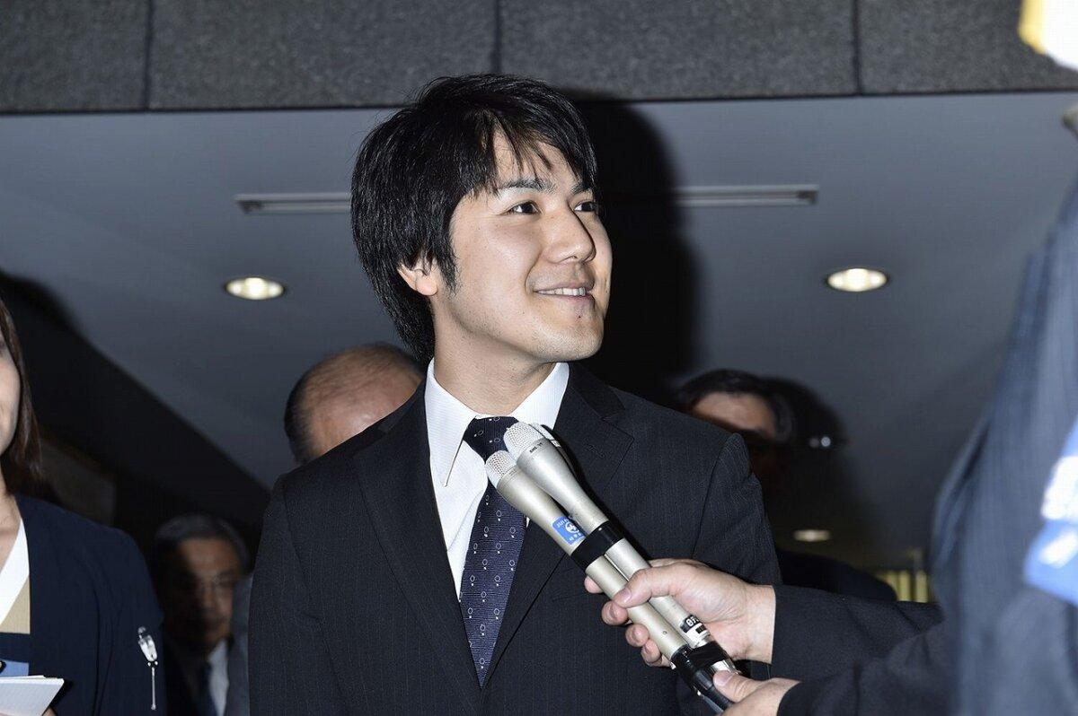 小室圭さんがインタビューに答えている画像
