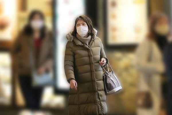 小室佳代さんがパート帰りに買い物をしている画像