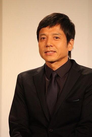 勝村政信さんがイベント時にコメントをしている画像